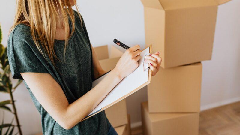 Derfor skal du skifte plastikkasser til papkasser – uanset dit erhverv
